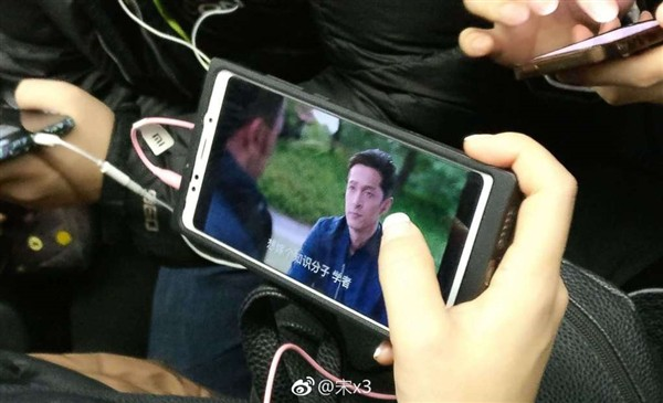 Xiaomi r1 with full show design surfaces in flowed out photos