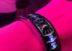 AMAZFIT X smart curved bracelet Hands-on pics