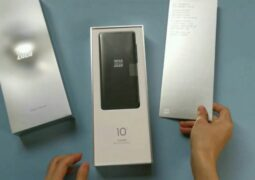 Xiaomi Mi 10 Ultra unboxing flowed out